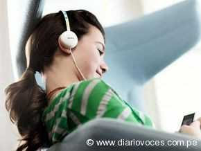 Uso de audífonos para escuchar música puede causar sordera