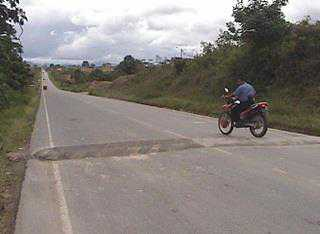 """En la vía San Juan de Pacaisapa- Moyobamba existen 42 """"rompemuelles"""""""