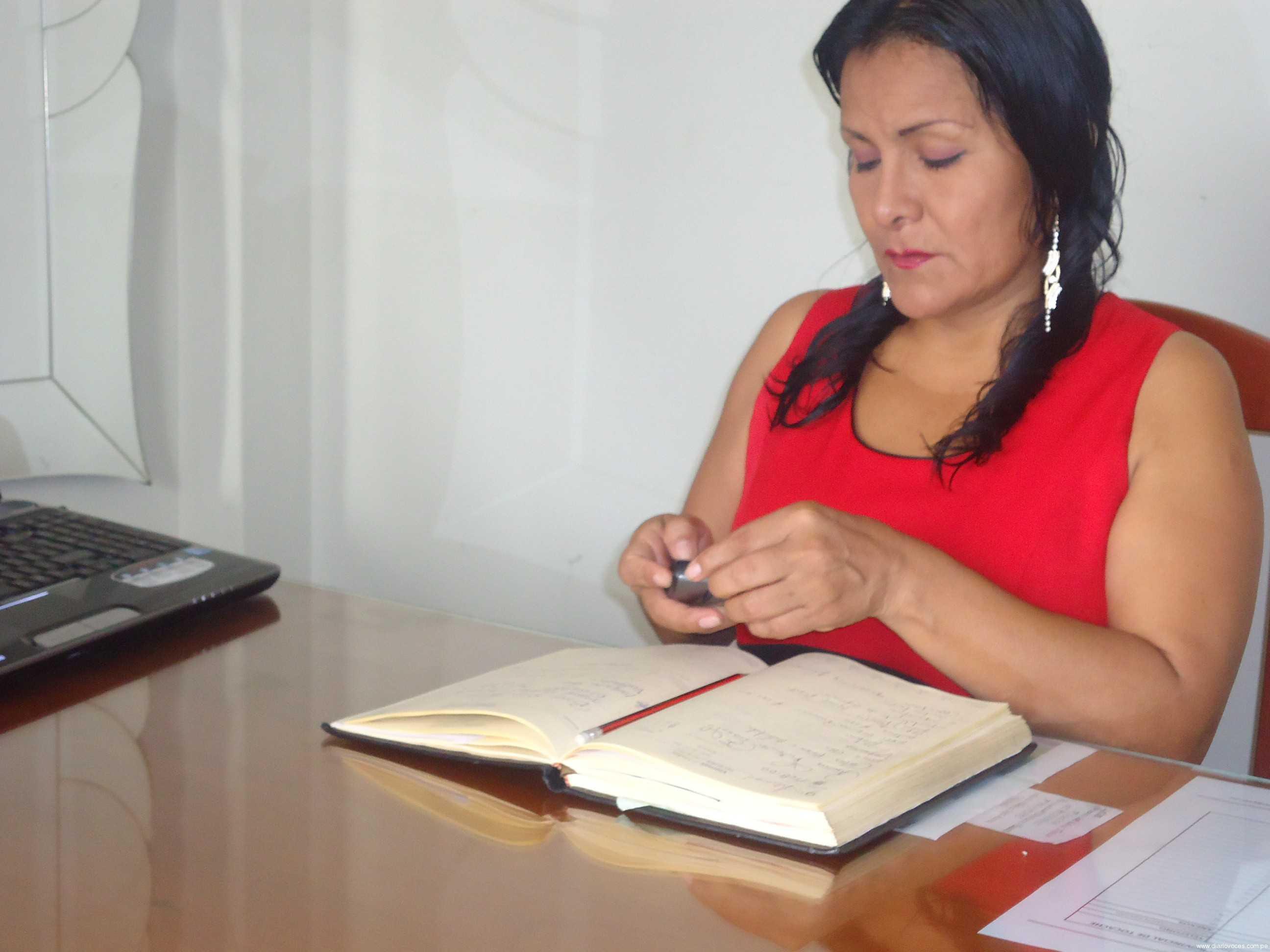 La alcaldesa de Tocache es intimidada por delincuentes en la puerta de su casa
