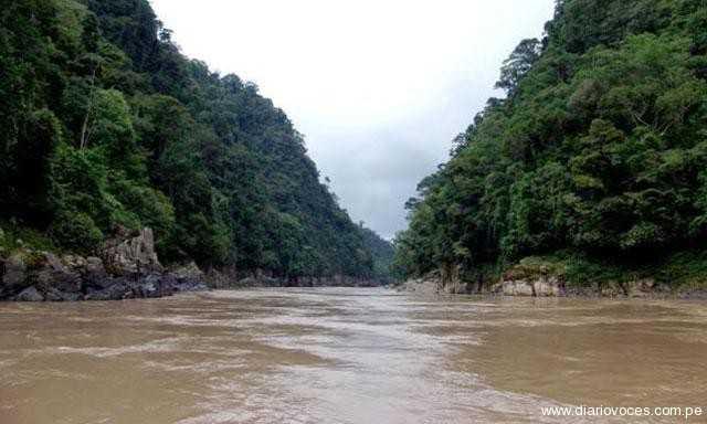 Accidente en el río Marañón-Amazonas: cinco desaparecidos tras vuelco de un auto