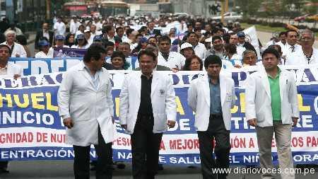 Huelga médica empezó hoy y ya genera molestias en los pacientes
