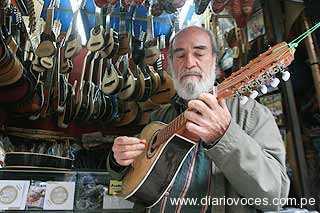 Hoy Leo Casas en concierto en Moyobamba