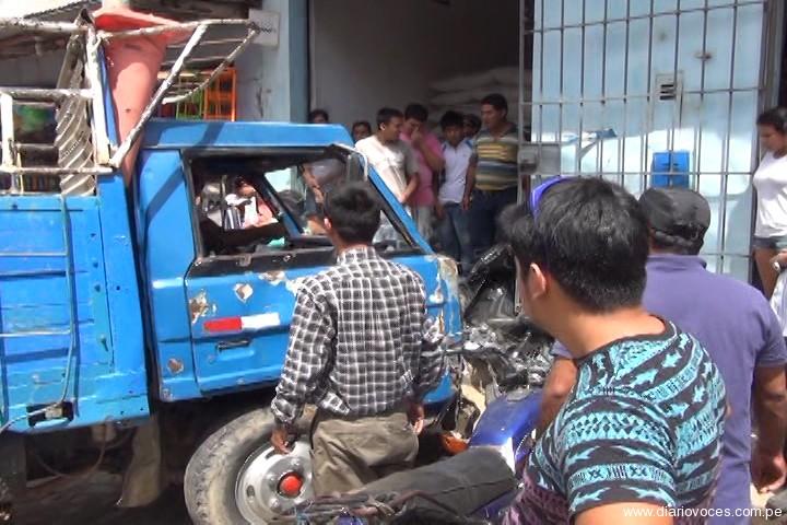 Camión arrolla tres trimóviles y dos motos lineales en barrio Comercio