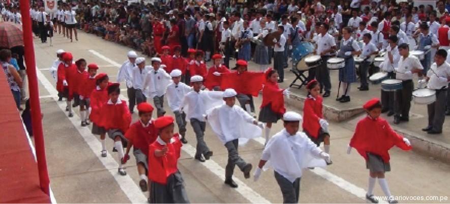 Multitudinario fue el desfile escolar  de homenaje a la patria en Juanjuí