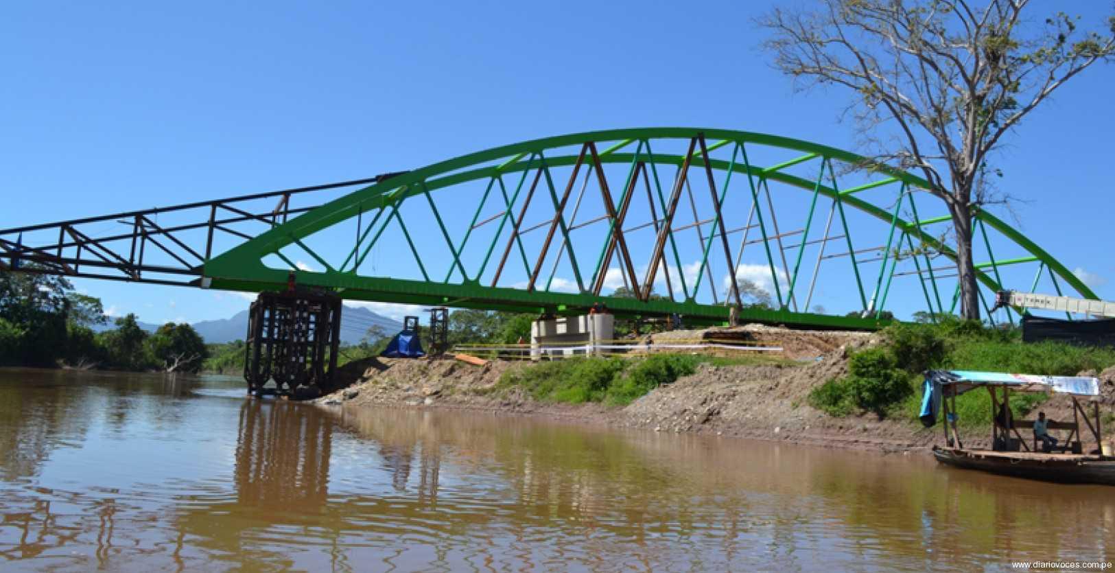 Con red vial  departamental y  puente motilones