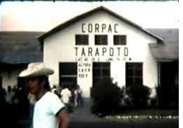 AEROPUERTO DE TARAPOTO. Año 1976, en la visita de Los Pasteles Verdes