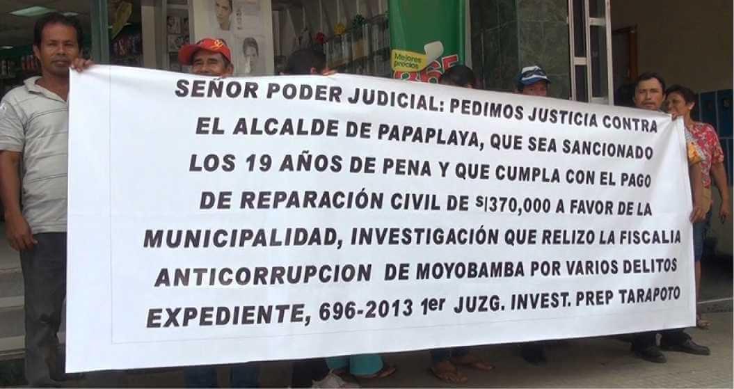 Moradores de papaplaya en exterior de poder judicial