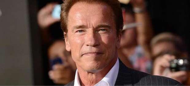 Arnold Schwarzenegger reveló que su padre lo golpeaba