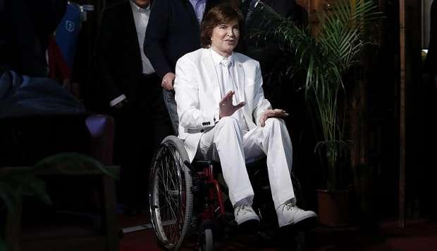 Camilo Sesto reapareció en silla de ruedas