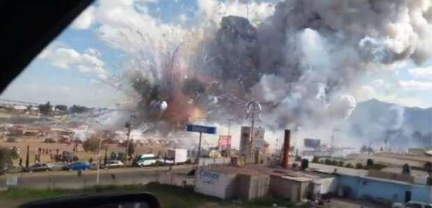 Decenas de muertos en la explosión de un mercado de pirotecnia en México