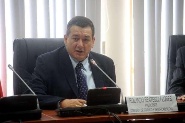ROLANDO REÁTEGUI. Congresista de la República