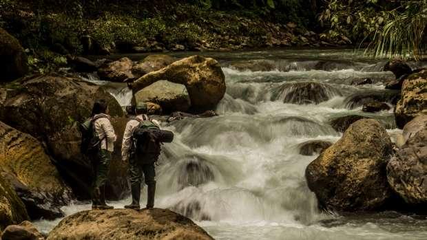 LOS GUARDAPARQUES. Realizan una importante labor en la Cordillera Escalera