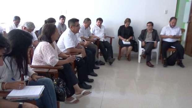 Consejeros y médicos del  hospital se reúnen por  ordenanza regional