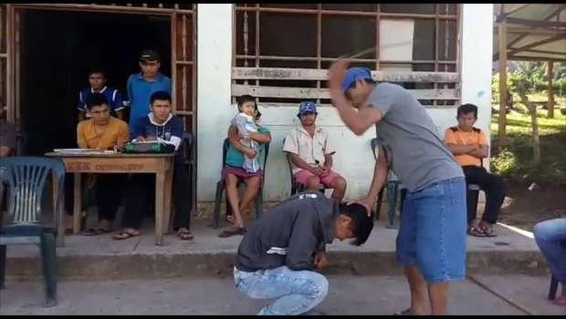 image Jóvenes en servidumbre azotados y castigados
