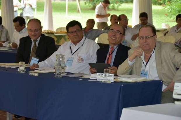 Presidente del BCR y gobernador regional presiden encuentro  económico en San Martín