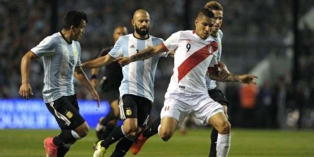 Selección peruana tuvo un gran recibimiento en su arribo a Lima