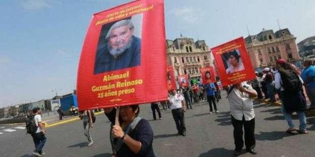 Tras indulto a Fujimori, abogado de Abimael Guzmán pide liberar al terrorista