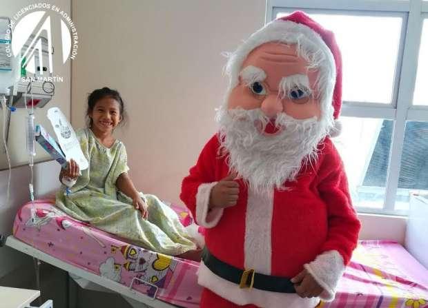 Administradores alegran a niños hospitalizados en Tarapoto