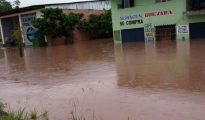 Limpian viviendas afectadas por inundación del 12 de enero