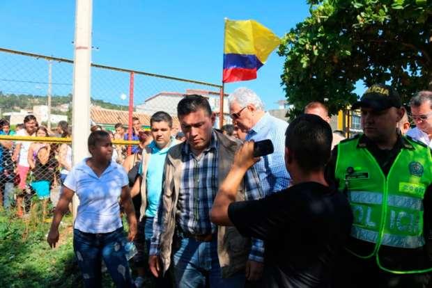 Colombia expulsa a venezolanos que acampaban en cancha deportiva