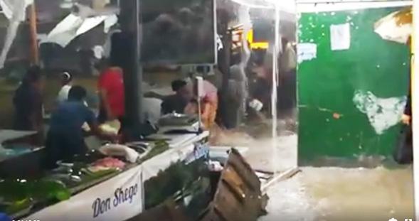 Colapsó sistema de drenaje y canaletas de mercado de Moyobamba por lluvia
