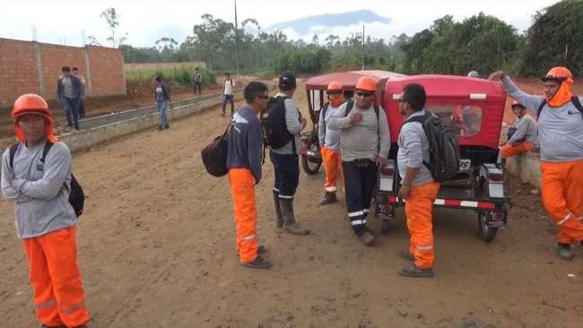 Por despido de personal paralizan asfaltado  de vía que conduce a Colegio Virgen Dolorosa