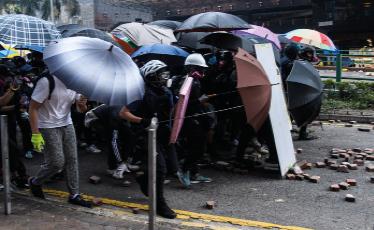 Estudiantes de Hong Kong marchan contra China pidiendo reformas democráticas