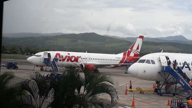 Avión que realizaba ruta internación aterriza de emergencia en Tarapoto