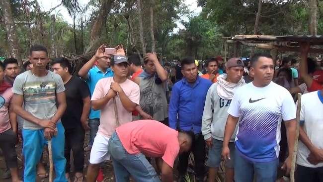 Desalojan a peruanos y extranjeros que invadieron terreno
