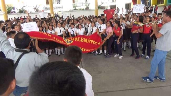 Colegio Jiménez Pimentel festeja el  subcampeonato en vóley masculino