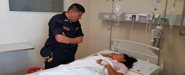 Jefe de Macro Región Policial  visita a joven que fue víctima de tentativa de feminicidio