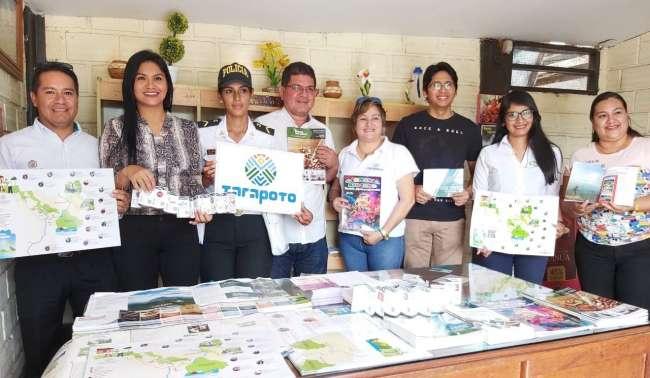 Entregan material informativo a la oficina de turismo Tarapoto