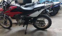 Delincuentes abandona motocicleta que emplearon para asaltar a cambista