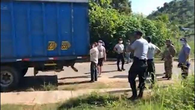 Pasajeros fueron descubiertos viajando en camión carguero