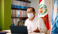 Paciente covid 19 recibe alta y abandona UCI del hospital de Moyobamba