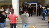 Clientes reclaman ante falta de atención en bancos de Tarapoto