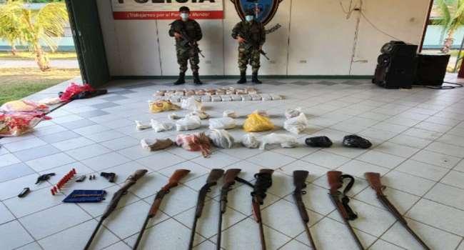 En Papaplaya decomisan 94 kilos de droga y armas en un laboratorio clandestino