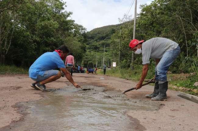 Pobladores de Jepelacio  ejecutan mantenimiento a  carretera