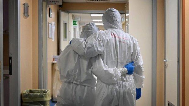 Casi 100 médicos fallecieron y otros 83 luchan por su vida en Unidad de Cuidados Intensivos