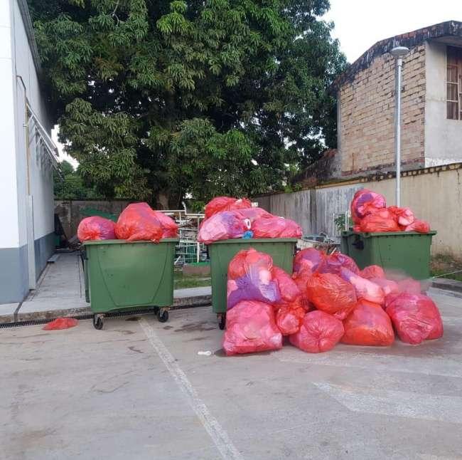 Trabajadores del hospital II – 2 de Tarapoto exigen comprar más contenedores de basura