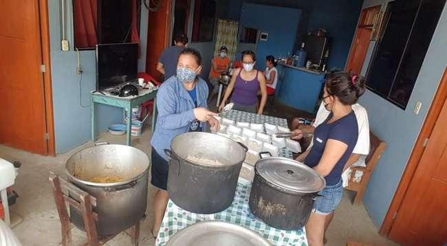 Vecinos del jirón Bolognesi se organizan para preparar almuerzos a familiares de pacientes COVID
