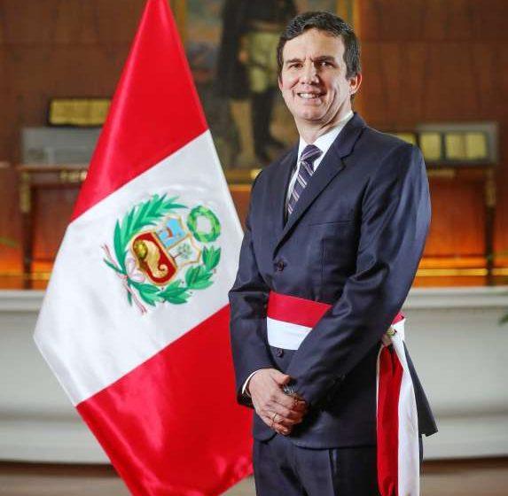 Luis Inchaustegui Zevallos jura como nuevo Ministro de Energía y Minas