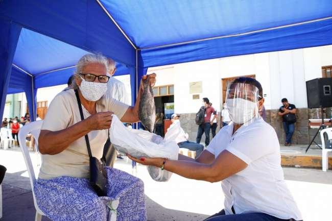 Entregan 200 kilos de pescado a adultos mayores de Moyobamba
