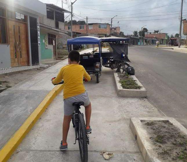 Ciclovia es usado como paradero por mototaxistas en Moyobamba