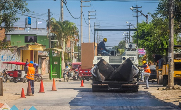 Municipalidad de Moyobamba  inicio asfalto del Jirón Dos de Mayo