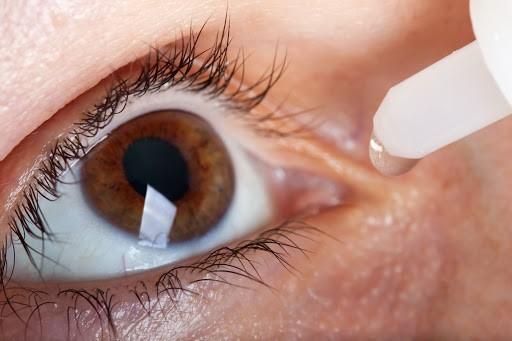Ojo seco: la enfermedad que puedes padecer si estás mucho tiempo en el celular