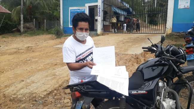 Conductor de vehículo busca ser atendido por personal de la SUTRAN