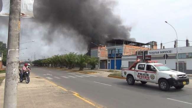 Incendio cerca de grifo de combustible genera zozobra en el barrio Huayco de Tarapoto