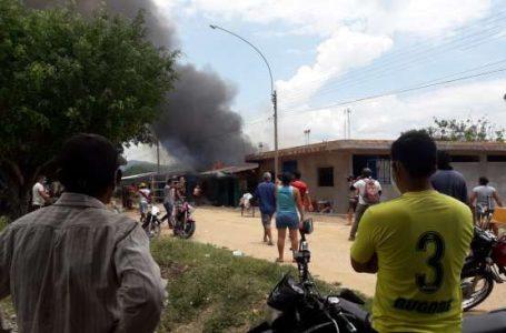 Incendio afecta tres viviendas y deja 20 personas damnificadas, en Juan Guerra