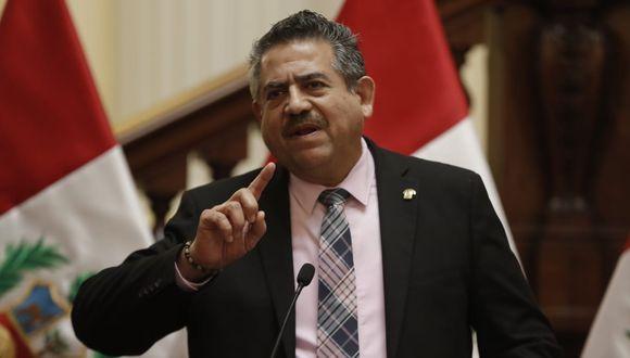 Presidente del Congreso Manuel Merino intentó contactarse con comandantes de las FF.AA. antes de la moción de vacancia, según IDL Reporteros